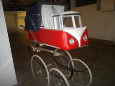 Vintage Pram, Vintage Toys, Pram Stroller, Baby Strollers, Old Cribs, Prams And Pushchairs, Chasing Cars, Dolls Prams, Baby Buggy
