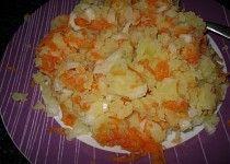 Šťouchané brambory s cibulí a mrkví