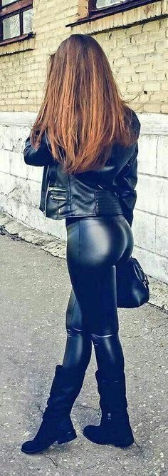 Leather pants and jacket street style 💋💋 Shiny Leggings, Tight Leggings, Leggings Are Not Pants, Sexy Outfits, Leder Outfits, Latex Girls, Girls Jeans, Leather Fashion, Leather Pants