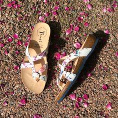 Thinkin varvassandaalit ovat korkkipohjan ansiosta mukavat jaloissa  #summershoes #think