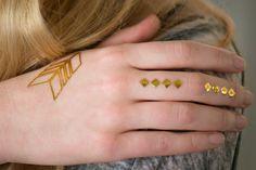 finger flash tattoos are so on trend #coachella #festival #flashtattoo #gold #tribal