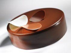 Une recette originale de l'Ecole du Grand Chocolat Valrhona.Recette calculée pour 6 entremets de 16 cm de diamètre et de 4.5 cm de hauteur.