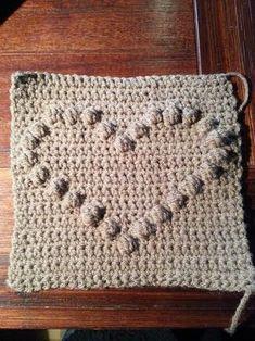 voorbeeldfilmpje bobble stitch of popcorn stitch Free Crochet Bag, Crochet Pouch, Crochet Pillow, Crochet Granny, Baby Blanket Crochet, Diy Crochet, Crochet Hearts, Crochet Wall Hangings, Bobble Stitch