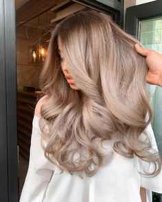 Hairdo for for you to look delightful Cheveux Beiges, Blonde Hair Looks, Blonde Balayage, Ashy Blonde, Bronde Haircolor, Pretty Hairstyles, Updo Hairstyle, Bandana Hairstyles, Curly Hairstyles