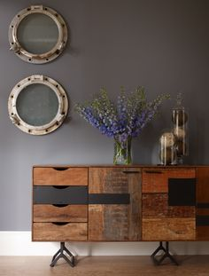 livingroom_wood_stylish_americanwalnut_luxury_design_interior_console_iron_walnut_brickwork_distressed_ironlegs