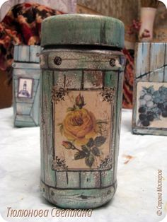 Decoupage Jars, Decoupage Vintage, Diy Bottle, Bottle Art, Bottles And Jars, Glass Jars, Coffee Jars, Tin Can Crafts, Cross Crafts