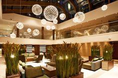 Raimond installation at the Hilton hotel, the Hague Netherlands   Raimond by Raimond Puts   www.moooi.com   #lighting #lobby #hotel #interiordesign #project