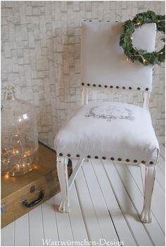 """""""Wunderschöner antiker Sessel/Thron mit Löwenfüßen.""""  Dieses tolle Kerlchen wurde mit viel Liebe aufgearbeitet und umgestaltet. Sein neues Gewand besteht nun aus alten Leinen (Altweiß mit..."""