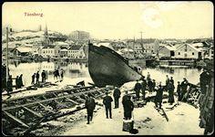 En båt har hatt et uhell med sjøsettingen; Winter Szenen, Old Town, Hats For Women, Norway, Folk, Old Things, Building, Travel, Voyage