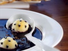 Holundersuppe mit Grießbällchen und Waffeln | Eat Smarter, Pancakes, Deserts, Pudding, Sweets, Gazpacho, Healthy Recipes, Breakfast, Food