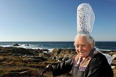 Alexia, 86ans, l'une des dernières bigoudennes de Bretagne, a participé à des publicités pour Tipiak et Breizh Cola, Le Guilvinec (Finistère), 13octobre 2010(ZEPPELIN/SIPA)