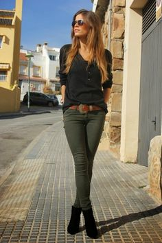 Street style: Olive green skinny pants