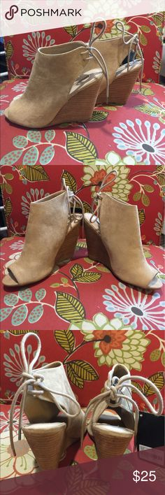 Forever 21 NWT wedge open toed cute hottie shoe 💖 These are adorable for any fashionista 💖 NWT by Forever 21 size 8 nude color wedge with the open toe and little tie in the back 🎀 Please ask any questions always happy to answer 😊 Happy Poshing 😊🎀💖 Forever 21 Shoes Wedges