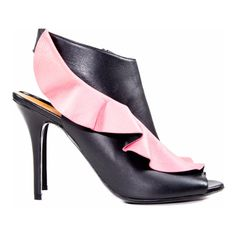 Pre-Owned black/pink Leather Peep Toe Booties Size:41 ($389) ❤ liked on Polyvore featuring shoes, boots, ankle booties, black, leather boots, black leather booties, leather peep toe booties, leather high heel boots and peep-toe booties