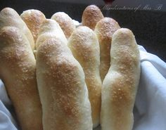"""homemade """"Olive Garden"""" breadsticks.  These look really easy!!  Making tonight with pasta."""