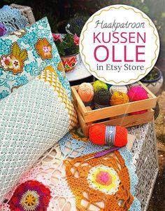Haakpatroon (Dutch and English) van kussen 'Olle'. By Handwerkjuffie. Crochet Cushions, Crochet Pillow, Crochet Home, Diy Crochet, Beautiful Crochet, Handicraft, Crochet Patterns, Diy Crafts, Embroidery