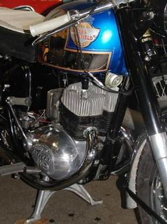British Motorcycles, Vintage Motorcycles, Royal Enfield, Twins, Classic Motorcycle, Bike, Pictures, Cars Motorcycles, Bicycle