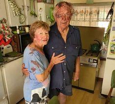Ses aanvallers sak toe op bejaarde egpaar se plaas – Beseerde boervrou ontsnap, soek kaalvoet hulp in nag