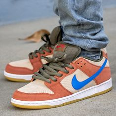 """This Nike SB Dunk Low comes with a peach upper plus brown accents, blue Nike """"Swoosh"""", white midsole, and a gum sole. All Nike Shoes, Mens Vans Shoes, Sneakers Nike, Vans Men, Nike Sb Dunks, Nike Fashion, Mens Fashion, Nike Flyknit, Blue Nike"""