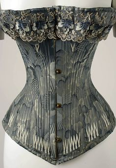 An unusual and creative corset fabric. The lace also picks up on the patterns and colours. this could almost be mistaken for a modern corset. Steampunk Fashion, Victorian Fashion, Vintage Fashion, Vintage Corset, Vintage Lingerie, Victorian Corset, Sexy Lingerie, Retro Mode, Vintage Mode