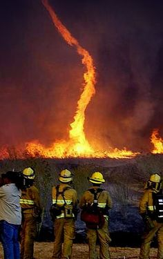 Description on photo: fire tornado. When heat, ash and fire are injected into a tornado. All Nature, Science And Nature, Amazing Nature, Earth Science, Tornados, Thunderstorms, Natural Phenomena, Natural Disasters, Fire Tornado