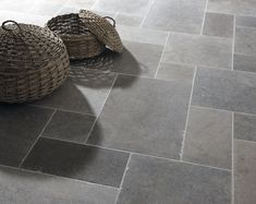 Classic London Grey Mix Tumbled limestone tiles from Mandarin Stone. A striking blend of light to dark grey tones that work well in traditional or modern environments. A smooth, satin-like surface and slightly antique edges combine perfectly. Grey Floor Tiles, Bathroom Floor Tiles, Kitchen Tiles, Kitchen Flooring, Slate Floor Kitchen, Gray Tile Floors, Tile Floor Patterns, Entryway Tile Floor, Travertine Bathroom