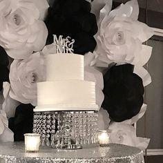 🌹🌼LOVING THE BLACK & WHITE FLOWER BACK DROP by: @paperflowersbyirene for my sister's wedding! 🌹🌼  I used my #divaringlight for the photos!   @stellarlightingsystems   @juancuevas1530 @angelicar1992 #paperflowers #flowerbackdrop #paperflowerwall #bride #weddingmakeup #bridalmakeup #bridallook  #hudabeauty #goaravetisyan #dressyourface #iluvsarahii #wakeupmakeup  #motd #EOTD #mua  #anastasiabeverlyhills  #makeupforever #katvondmakeup #mophebrushes  #wedding #bridallook #visagieummu  #ocmua…