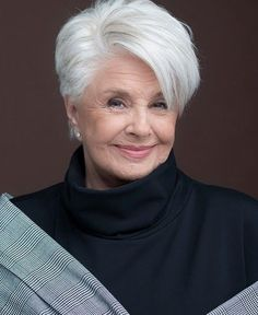 Best 11 Latest Trend Pixie and Bob Short Hairstyles 2019 – Flattering Short Hairstyles That Fit You Perfectly Short hairstyles are also trendy this year. Short Silver Hair, Short White Hair, Short Hair With Layers, Short Hair Over 60, Cute Hairstyles For Short Hair, Short Hairstyles For Women, Short Hair Styles, Short Hair Older Women, Haircut For Older Women
