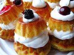 Savarina | Bucataria familiei mele Romanian Desserts, Russian Desserts, Romanian Food, Romanian Recipes, Great Recipes, Recipies, Cheesecake, Deserts, Dessert Recipes