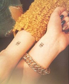 A most thorough guide on Best friend tattoos (BFF tattoos). They make a memorable gift which two friends can give to each other. Matching Best Friend Tattoos, Matching Tattoos, Small Best Friend Tattoos, Sibling Tattoos, Sister Tattoos, Tattoo Designs And Meanings, Small Tattoo Designs, Pretty Tattoos, Cool Tattoos