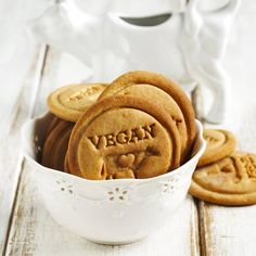 Le b.a.-ba de la pâtisserie vegan Vegan Sweets, Vegan Desserts, Vegetarian Recipes, Raw Vegan, Vegan Vegetarian, Vegan Food, Healthy Food, Patisserie Vegan, Gateaux Vegan