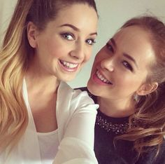 Zoe Sugg and Tanya Burr British Youtubers, Best Youtubers, Tanya Burr, Zoe Sugg, Purple Highlights, Zoella, Perfect Woman, Celebs, Celebrities