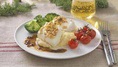 Til julemiddagen er kveite en nydelig fisk å bruke. Kveiten bakes i stekeovnen mens du lager en puré av mandelpotet og avslutter med ristede pinjekjerner.