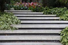 "Alex Hanazaki (@alexhanazaki) on Instagram: ""Outdoor stairs. #paisagismobyhanazaki #alexhanazaki #hanazaki #paisagismo #arquitetopaisagista…"" Landscape Stairs, Garden Stairs, Outdoor Stairs, Walkways, Stepping Stones, Costa, Garden Design, Landscaping, Gardens"