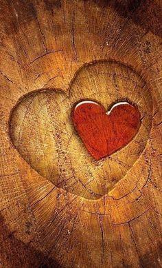 Ana Rosa: red heart on brown wood: ♥ I Love Heart, Key To My Heart, With All My Heart, Happy Heart, Heart Pics, Heart In Nature, Heart Art, Heart Wallpaper, Wallpaper Art