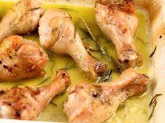 8 pulpe inferioare, 6 linguri ulei masline (extrav... I Foods, Carne, Broccoli, Shrimp, Chicken Recipes, Meat, Memories, Memoirs, Souvenirs