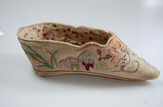 Chinesischer Gin Lien Schuh Lotus, China, aufwändig bestickt, 19.Jahrhundert, 13,5 cm [Turnstraße 5]