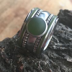 iXXXi ringen Matt Green prachtige combinatie. 3 #ixxxi #ixxxiringen #ixxxijewelrystore Jewelry Rings, Jewlery, Fasion, Beautiful Rings, Fashion Accessories, Bling, Jewelries, Diamond Rings, Silver