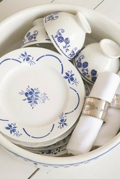 French Larkspur - love the clean and minimal pattern