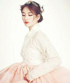 #hanbok #suzi #korean #korea Korean Traditional Dress, Traditional Fashion, Traditional Dresses, Korean Wedding Traditions, Hanbok Wedding, Korea Dress, Style Japonais, Korean Hanbok, Korean Aesthetic