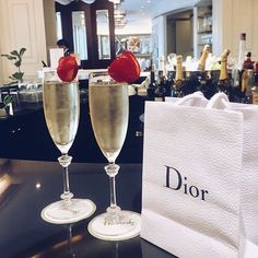 champagne, strawberries AND a little something from Dior 🍾🍓 Desayuno Romantico Ideas, City Chic, Rich Lifestyle, Lifestyle Shop, Luxury Lifestyle Fashion, Lifestyle Trends, Luxury Fashion, Billionaire Lifestyle, Luxe Life