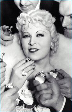 Legendary Mae West was an American actress famous for her voluptuous figure, sexy innuendos, and irrepressible wit. Legendary Mae West's legacy will live on Old Hollywood Glamour, Golden Age Of Hollywood, Vintage Hollywood, Classic Hollywood, Hollywood Style, Hollywood Icons, West Hollywood, Mae West, Marlon Brando