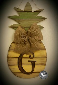 Pallet Pineapple with initial.... www.scwoodworkart.com