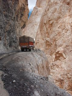 A little joyriding on (I think) Pakistani serpentine roads .. is probably never quite wrong?.