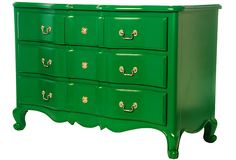normally not a kelly green lover, but in laquered, it's awesome!