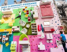 To celebrate the opening of the IKEA store in Clermont-Ferrand, France, the Swedish furniture brand has teamed up with local communication agency ubi bene to install a climbing wall covered with IKEA furniture. Experiential Marketing, Guerilla Marketing, Ikea Ad, Apartment Walls, Clermont Ferrand, Climbing Wall, Rock Climbing, Ikea Furniture, Furniture Ideas