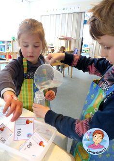 Opdrachtkaartjes, babyflessen vullen in de watertafel 3, thema baby voor kleuters, kleuteridee.nl, free printable