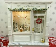 昨年度分をまとめました。 : Great ideas for small room boxes. Love this Christmas room box and the little houses in the window. So pretty!