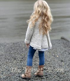 She is my idol - The velvet Acorn! I would recognize her photos anytime KNITTING PATTERN-The Brink Sweater 2 por Thevelvetacorn Baby Knitting Patterns, Knitting For Kids, Knitting Projects, Baby Sweater Patterns, Heidi May, Velvet Acorn, Look Girl, Baby Sweaters, Knitwear