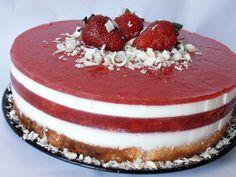 Reteta culinara Tort panna cotta cu jeleu de capsuni din categoria Torturi. Specific Italia. Cum sa faci Tort panna cotta cu jeleu de capsuni